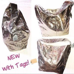 Handbags - Silver Textured Bag! NWT🏷